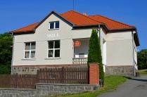 původně škola, nyní pohostinské zařízení